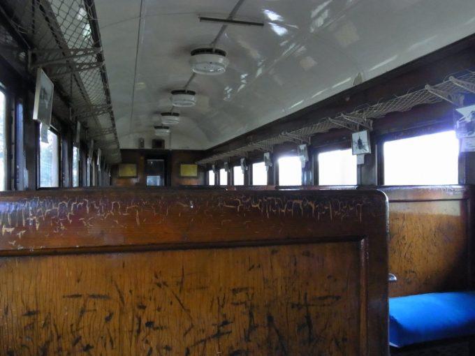 日中線記念館旧熱塩駅旧客に座り当時を偲ぶ