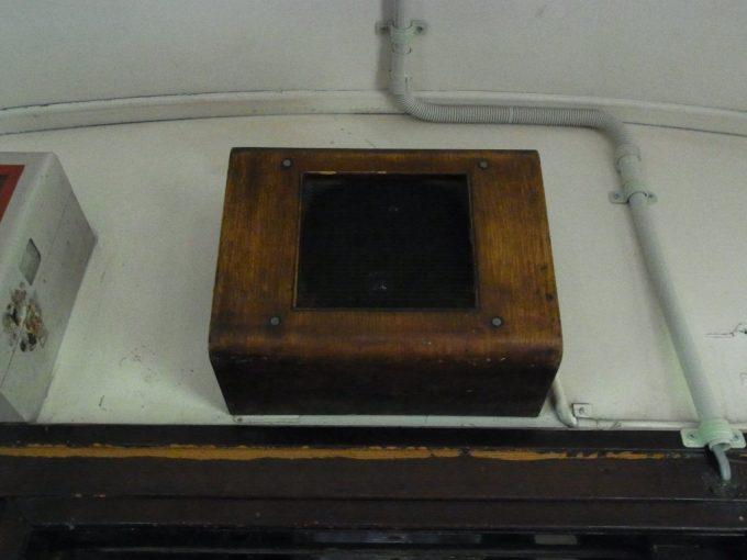 日中線記念館旧熱塩駅ハイケンスのセレナーデが聞こえてきそうな木製のスピーカー