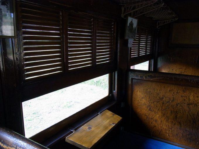 日中線記念館旧熱塩駅旧客を象徴する鎧戸