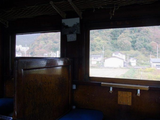 日中線記念館旧熱塩駅旧型客車の動かぬ車窓に感じる旅情