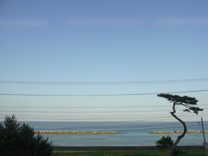 常磐線車内から眺める大海原