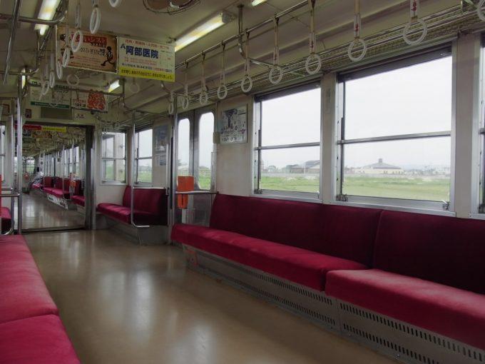 弘南鉄道ローカル線のんびりとした空気に包まれる車内