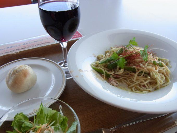 ニセコグランヒラフスキー場エースヒル大人のペペロンチーノと赤ワイン