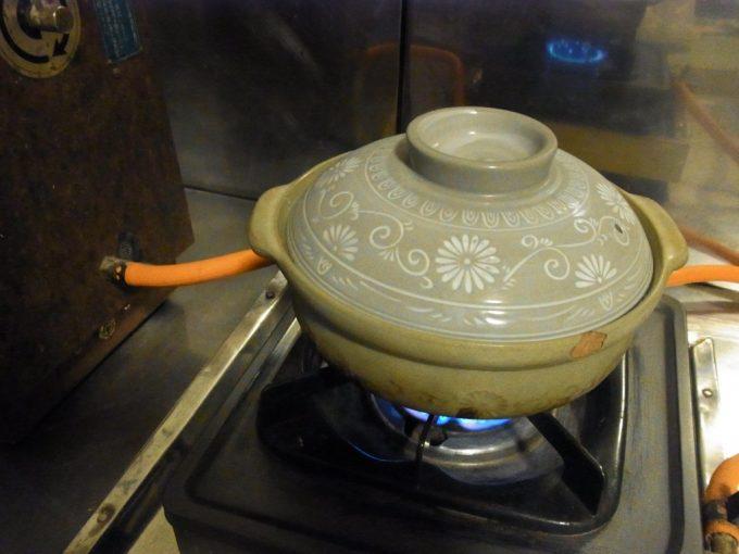 大沢温泉自炊湯治今日も部屋のコンロで煮てみる