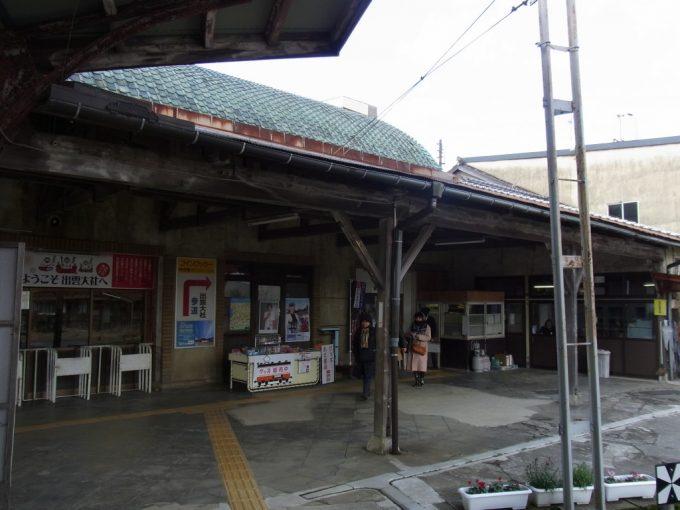 一畑電車出雲大社前駅参拝客を迎え続ける渋いターミナルの佇まい
