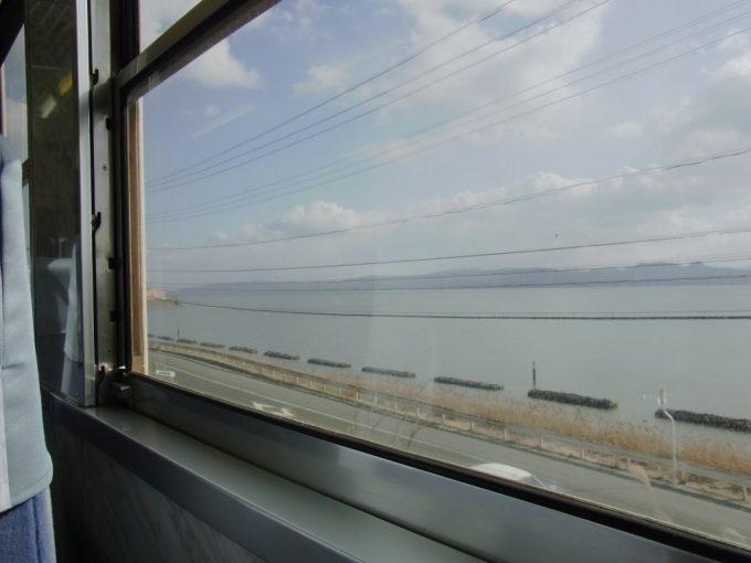 ばたでん車窓に広がる宍道湖