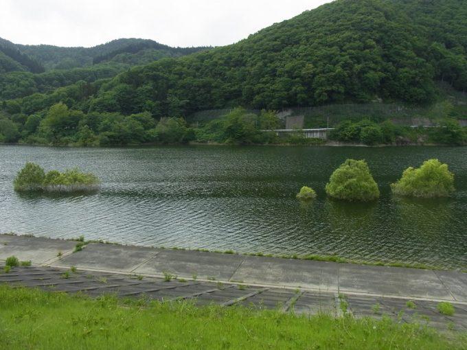 浅瀬石川ダム虹の湖