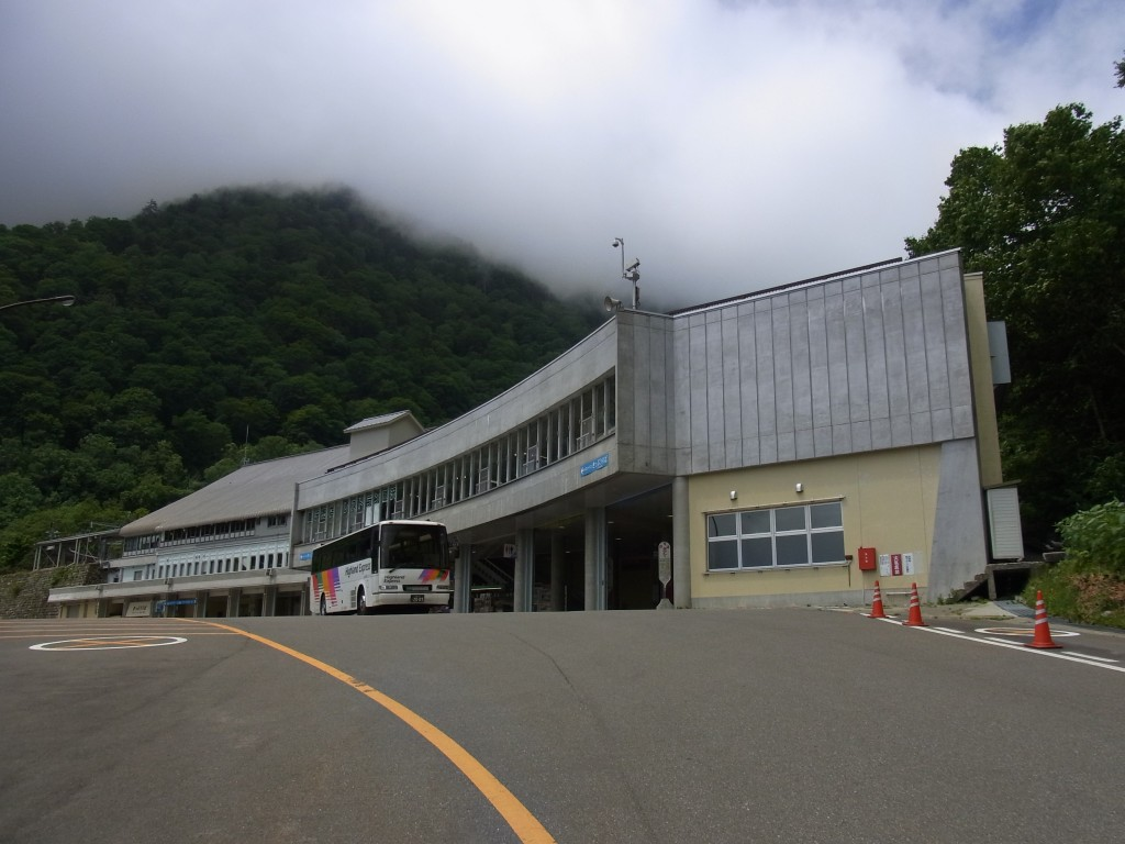 関電トンネルトロリーバス扇沢駅
