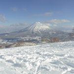 晴天のニセコスキー場から眺める羊蹄山
