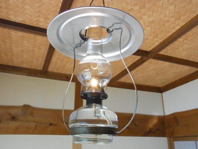 秘湯ランプの宿青荷温泉客室に灯るランプ