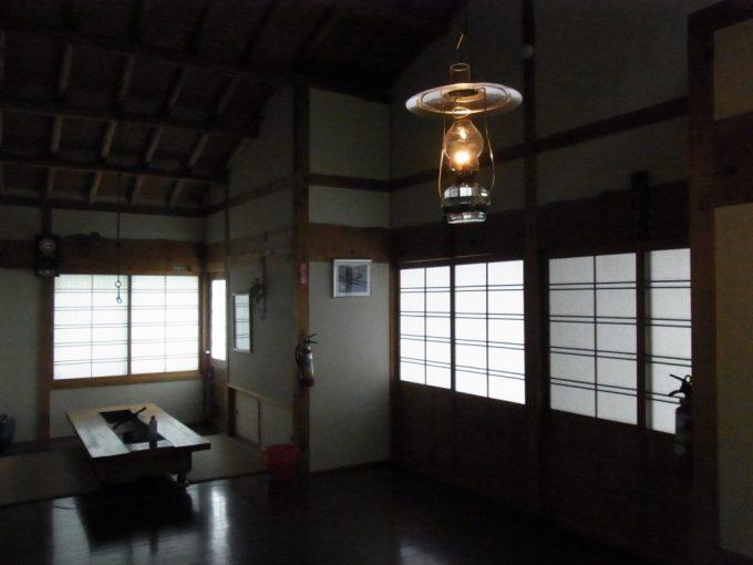 秘湯ランプの宿青荷温泉離れふるさと館ランプの灯るホール