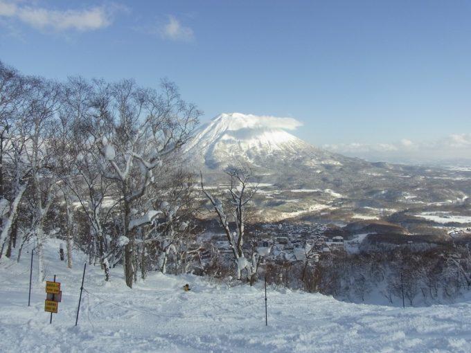 羊蹄山を眺めながら滑るニセコグランヒラフスキー場ゲレンデ