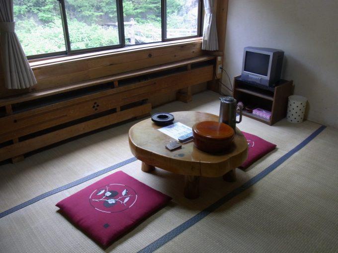 岩手八幡平松川温泉松楓荘地熱暖房が引かれた客室