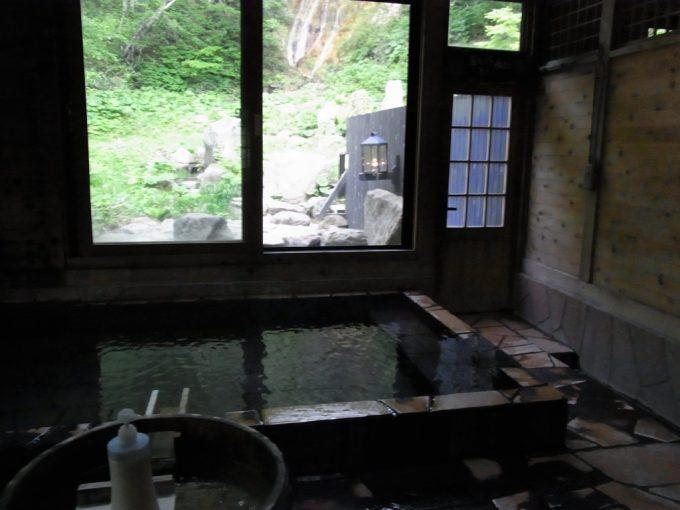 秘湯ランプの宿青荷温泉滝見の湯内湯