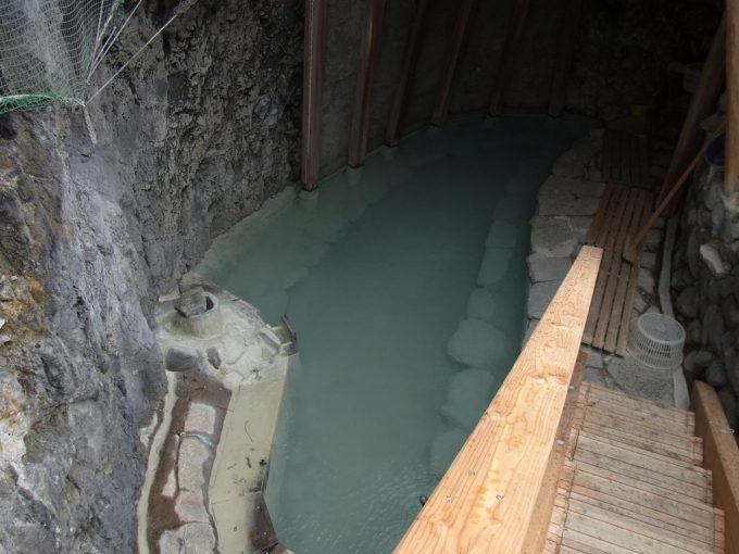 松川温泉松楓荘名物洞窟風呂