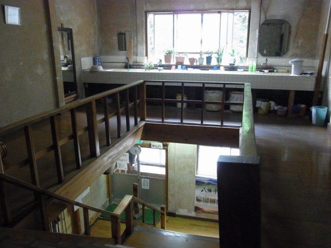 岩手八幡平松川温泉松楓荘古きよき雰囲気の階段