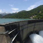 ダイナミックな黒四ダムの観光放流