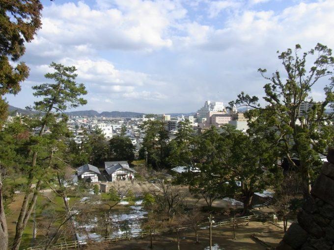 松江城より眺める冬の城下町