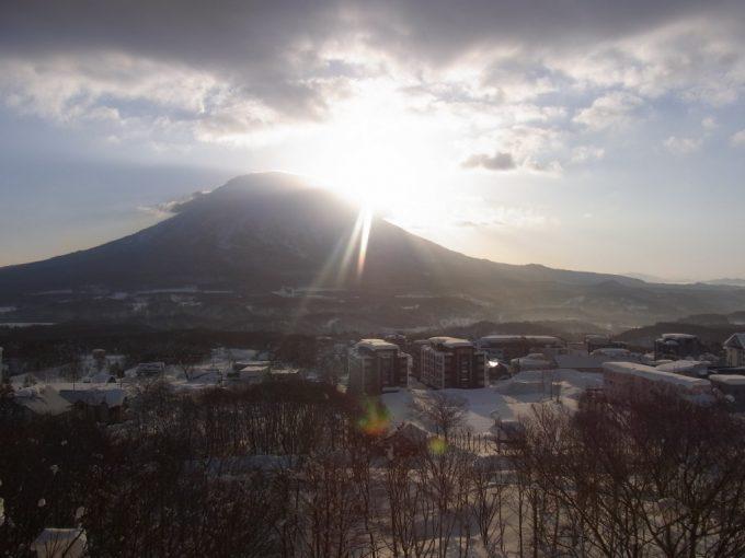 羊蹄山に登る冬の朝日