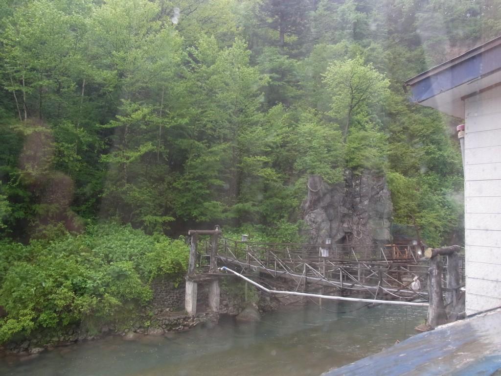 八幡平松川温泉雨の目覚め