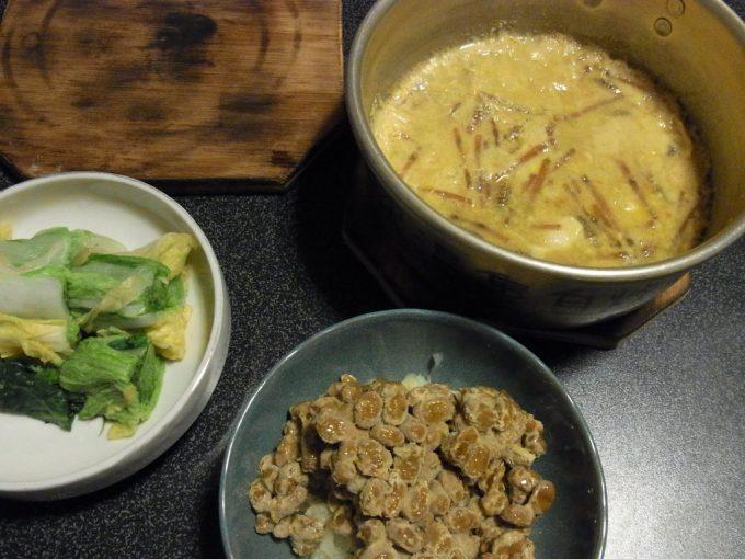 大沢温泉自炊湯治メニューつくしの卵とじ・刻み白菜漬けと花巻納豆