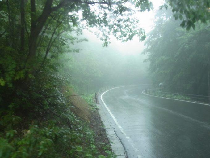 幻想的な霧に包まれた松川温泉からの帰り道