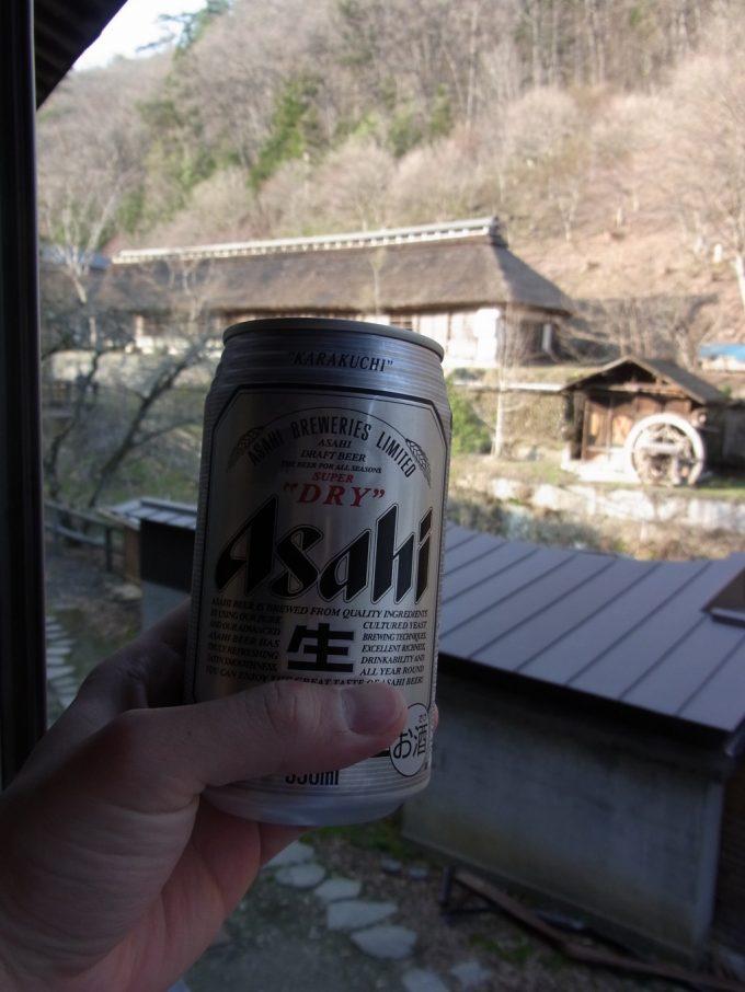 岩手花巻南温泉峡大沢温泉昼下がりの冷たいビールと茅葺屋根