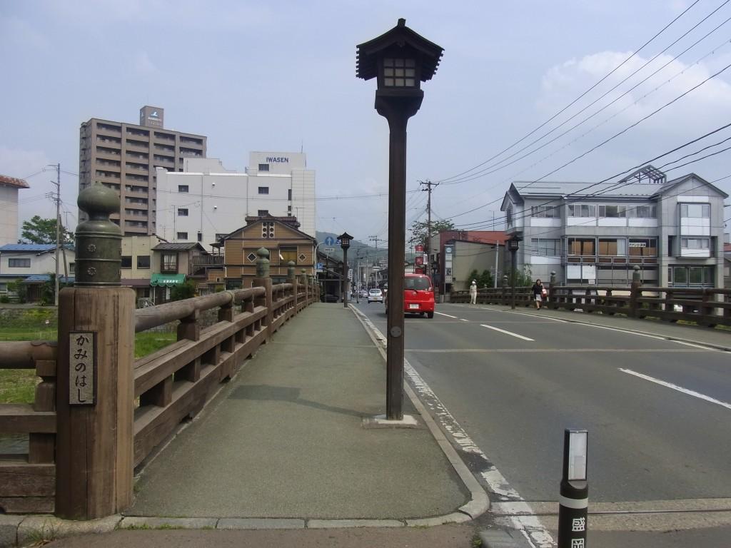 400年以上前の擬宝珠が並ぶ盛岡中津川に架かる上の橋