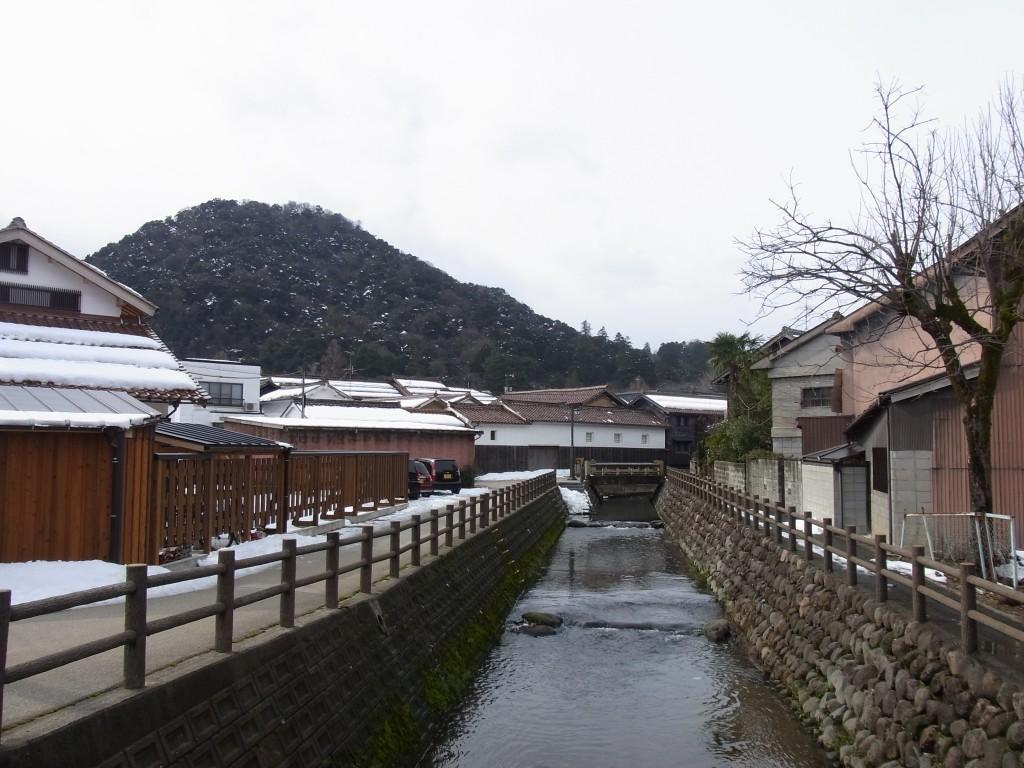 倉吉用水路と古い街並み
