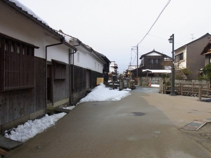 冬の倉吉白壁土蔵群・赤瓦