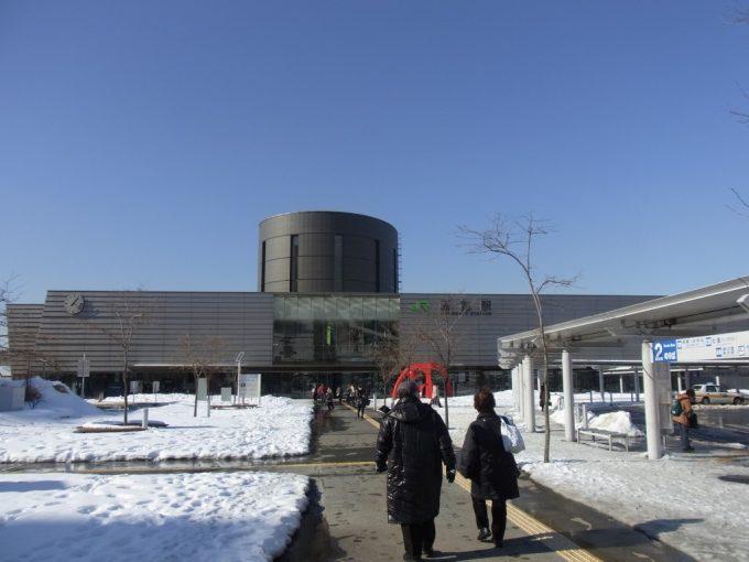 冬晴れの函館駅