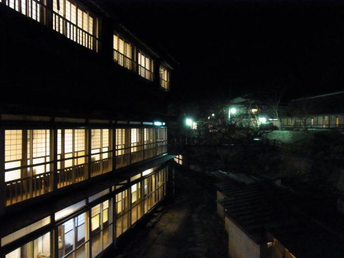 夜に浮かぶ大沢温泉自炊部
