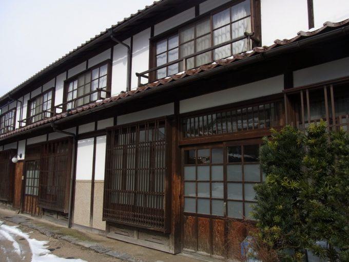 冬の倉吉白壁土蔵群・赤瓦町屋風の建物
