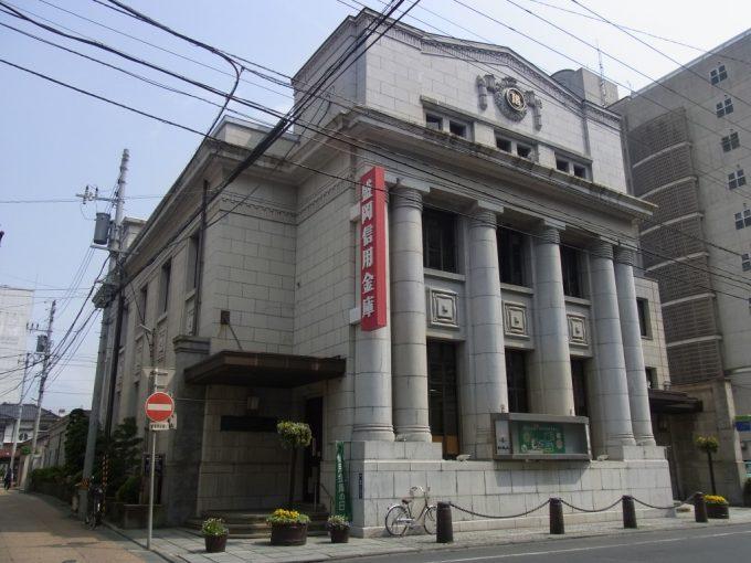 歴史ある建物の盛岡信用金庫本店