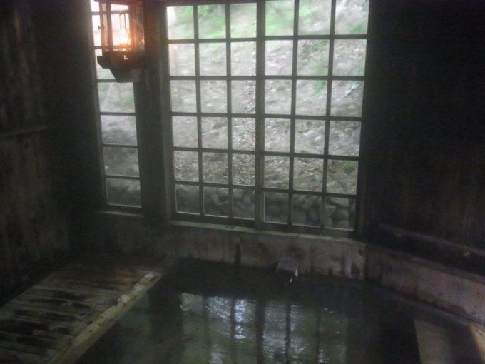 秘湯ランプの宿青荷温泉ヒバ造りの内湯