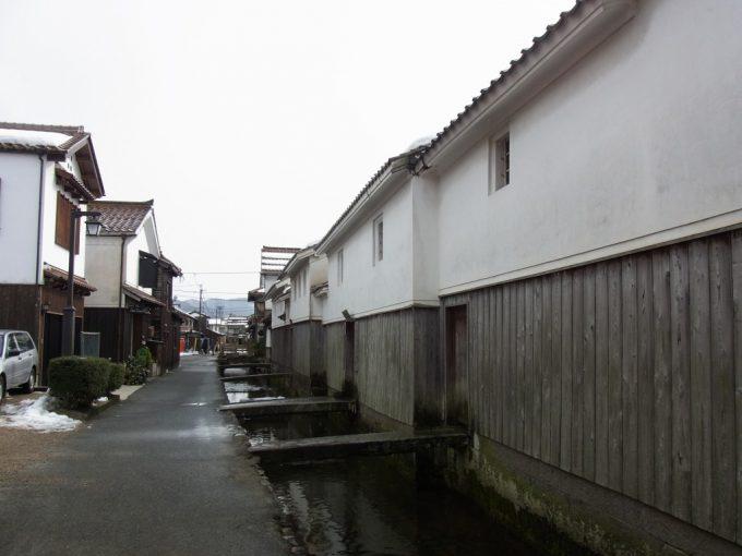 ロケ地にも使われる倉吉白壁土蔵群・赤瓦