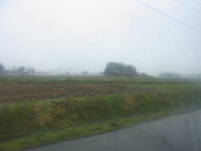 花巻南温泉峡車窓雨にけむる花巻の田園