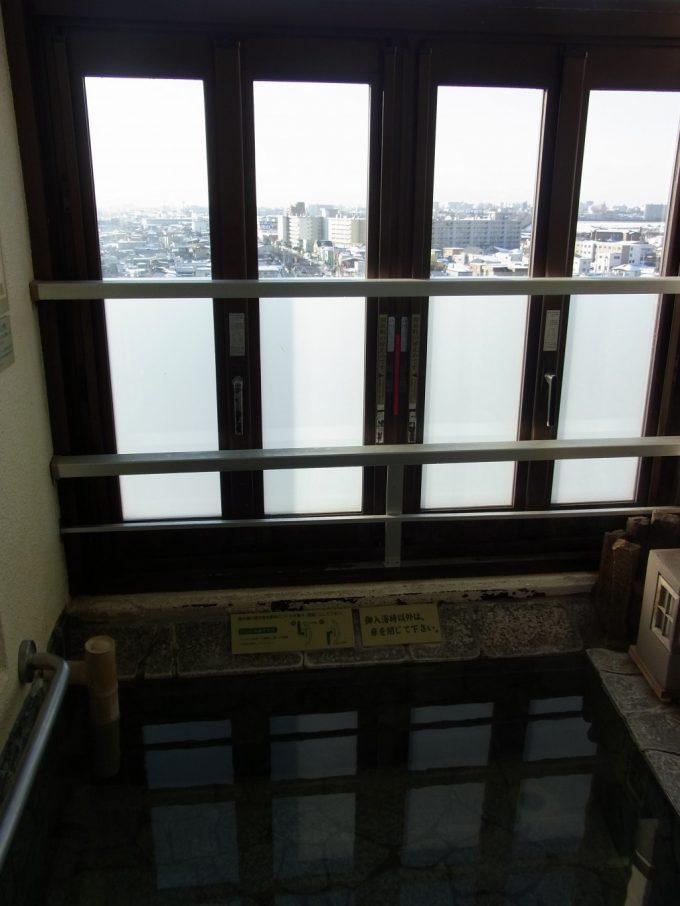 函館湯の川プリンスホテル渚亭街側客室露天風呂