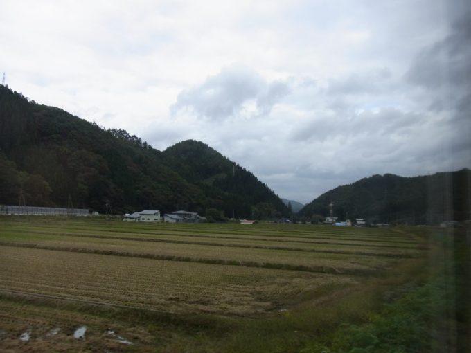 田沢湖線秋田新幹線車窓より眺める山並み