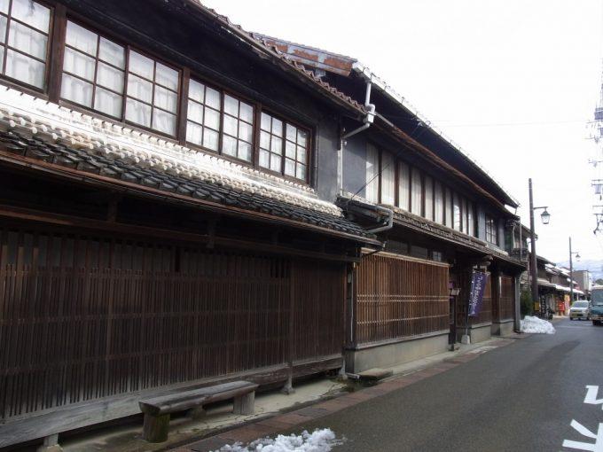 古きよき倉吉の街並み黒壁が印象的なしょう油屋
