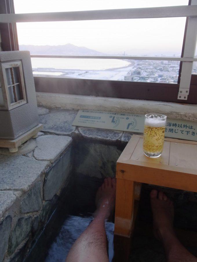 函館湯の川プリンスホテル渚亭冬景色を見ながら足湯とビール
