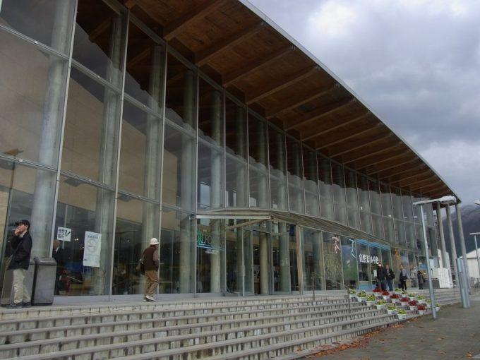 秋の田沢湖駅