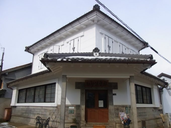 古きよき倉吉の街並み和洋折衷白亜の旧銀行