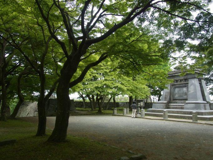 緑豊かな初夏の岩手公園