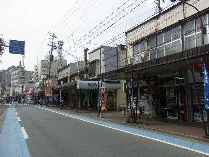 盛岡城跡お堀端の古きよき商店街