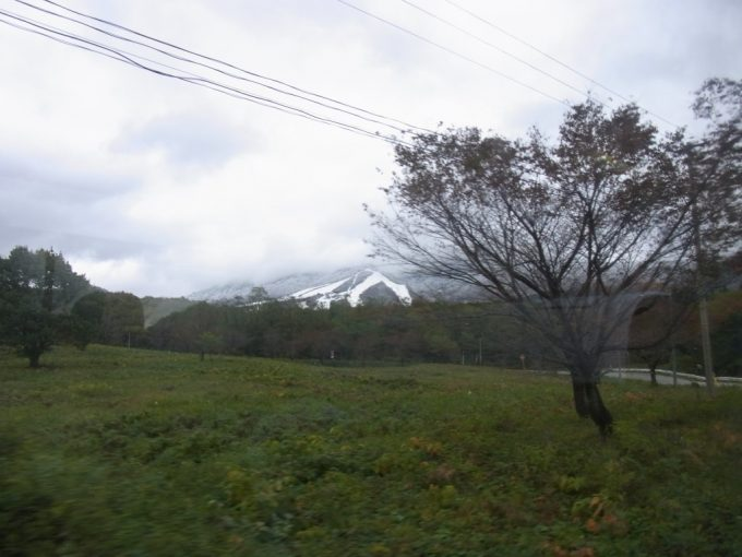 うっすらと雪が積もる田沢湖高原スキー場