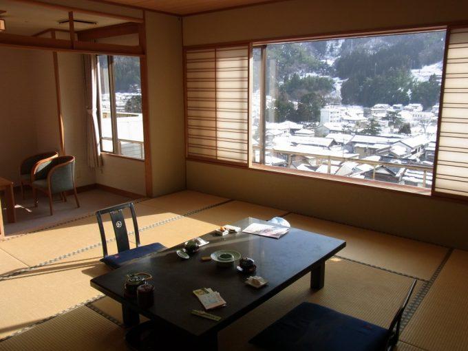 三朝温泉依山楼岩崎最上階の客室