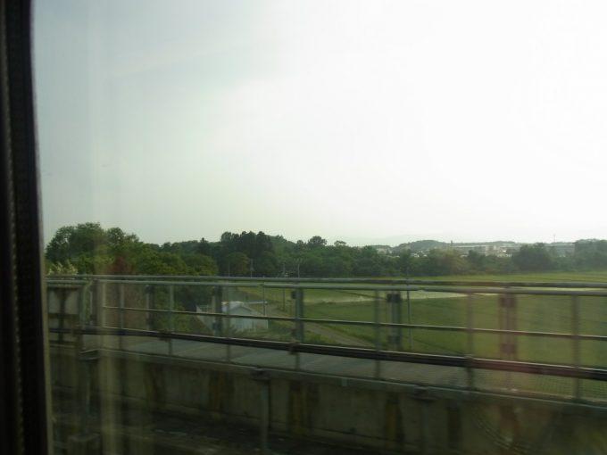 去りがたい岩手の田園風景車窓