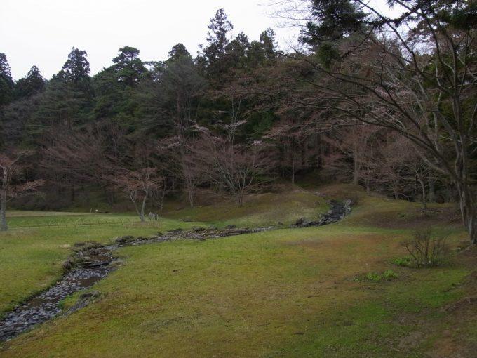 平泉毛越寺曲水の宴の舞台浄土式庭園遣水