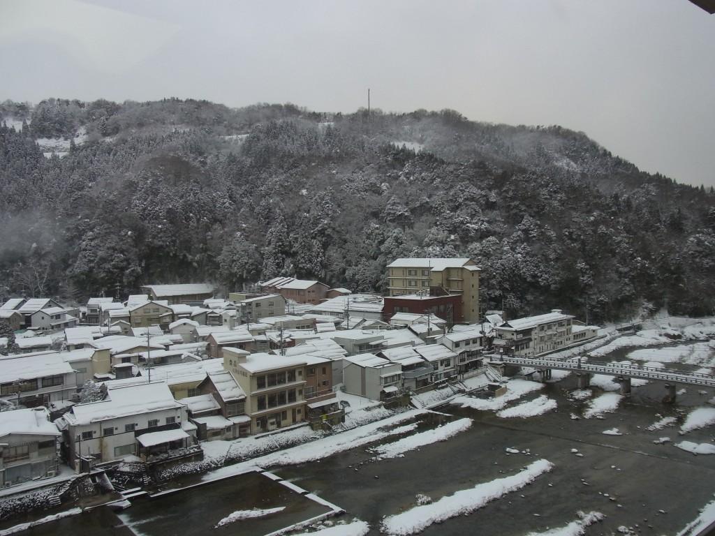 冬の三朝温泉目覚めの雪景色